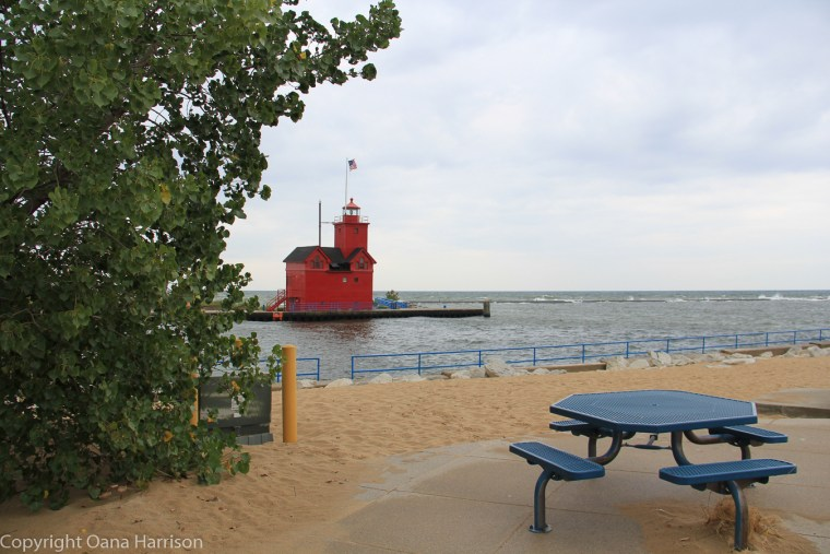 Holland-State-Park-Michigan-Big-Red-Lighthouse-and-bench