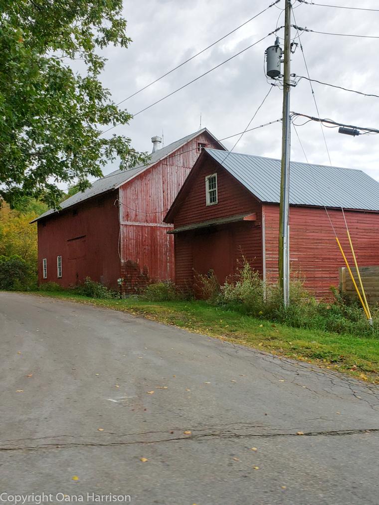 Royal-Mountain-NY-red-barn