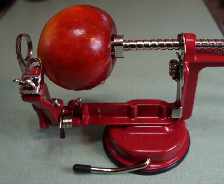 The business end of the peeler.