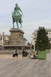 The statue of Joan of Arc makes a perfect lunch spot