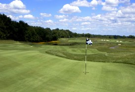 A view of the 7th hole from the pin at Makefield Highlands golf club in Yardley, PA. Tuesday, June 13, 2006. (Kerry DeVaul/Trenton Times)