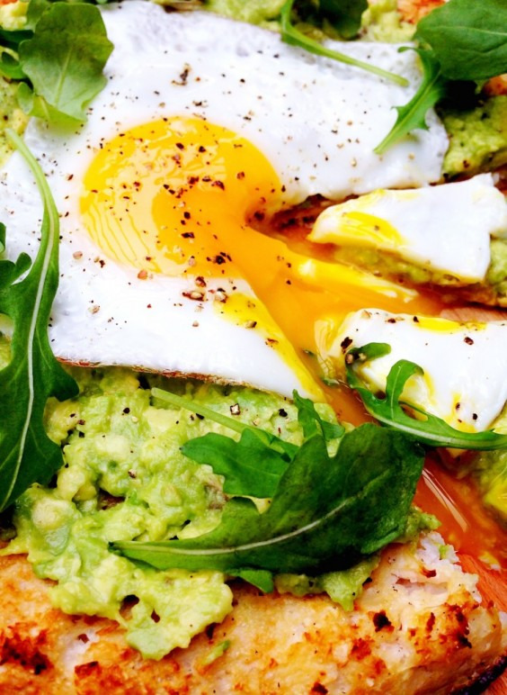 Avo Egg Pizza