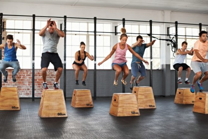 Hitting the gym is pretty much always good for your body, no matter how you do it. But anew studyfound that working out in groups (taking classes, exercising with friends, anything) is way better for your physical, emotional, and mental health than going it alone.