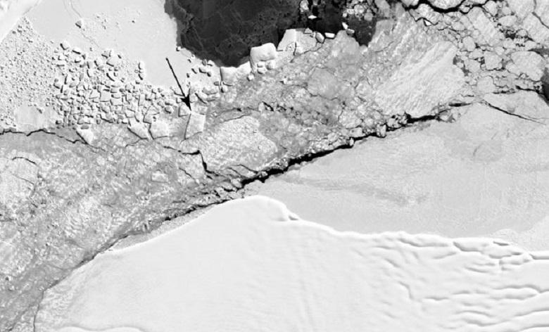 Photo: Mysterious rectangular iceberg found by NASA