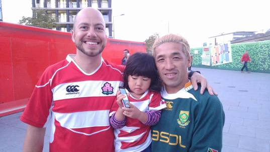 Japanese & S African fans swap shirts