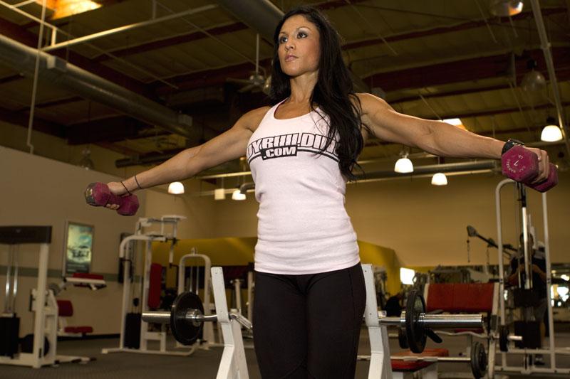 girls-get-your-guns-why-women-should-lift-weights_a
