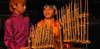 angklung musical instrument