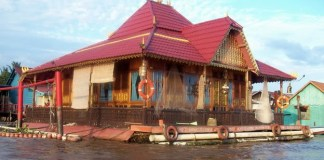 rumah rakit salah satu rumah adat bangka belitung