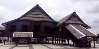 rumah adat makassar sulawesi selatan