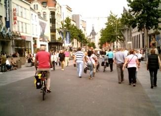 strada de meir antwerp belgia
