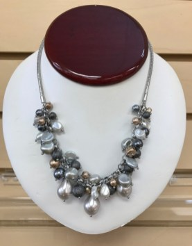 $20 WHBM Pearl mix necklace