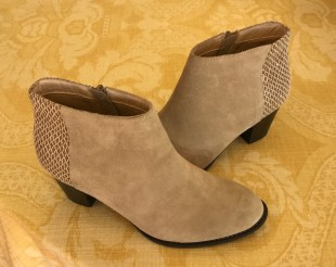 $55 Sz 7.5 Suede Textured booties