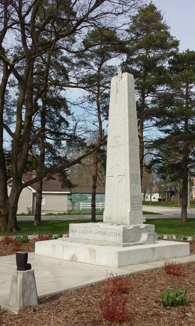 Cenotaph in Memorial Park, Tara