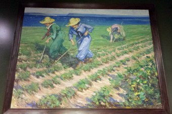 Farm Service Corps farmerettes hoeing the fields