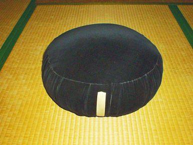 Zafu-soto-zen1024