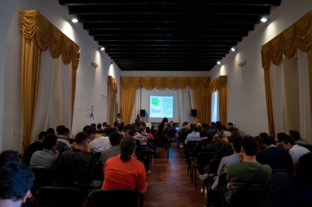 """All'evento erano presenti gli studenti di informatica dell'I.I.S.S. """"A. Righi"""" di Taranto e molti altri ragazzi"""