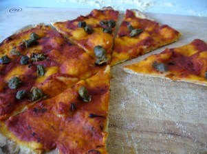 A cheeseless 'marinara' type of pizza, with capers and olives - so yum!