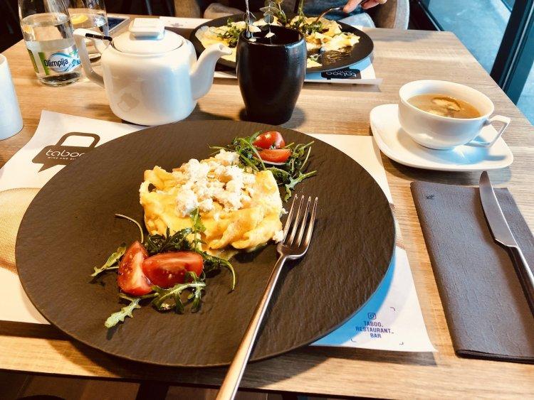 Keto Mediterranean Omelette