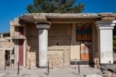 Knossos white columns