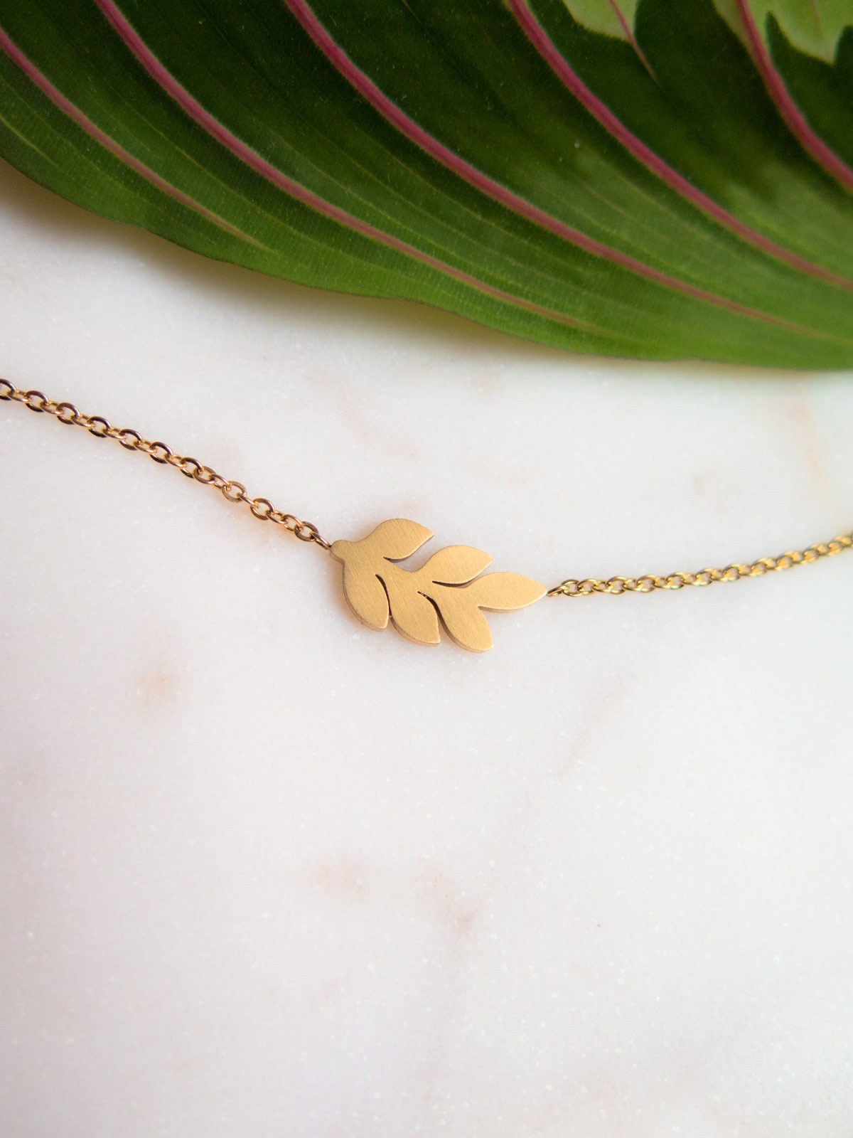 Branch with leaves necklace gold