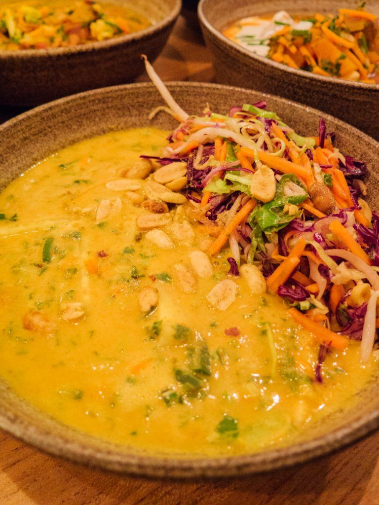 Soil of Amsterdam vegan bowl peanut curry - Green Amsterdam