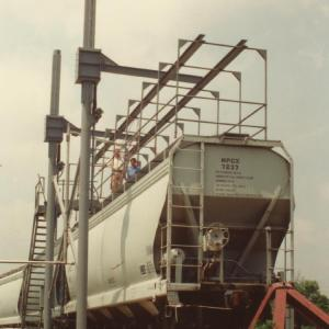 G-Raff Elevating Platform | Superior U.S. Made Fall Protection for Bulk Truck and Rail Tankers | Green-Mfg.com