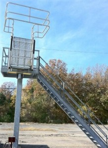 GREEN's Pedestal style Access Platforms | Made in the USA