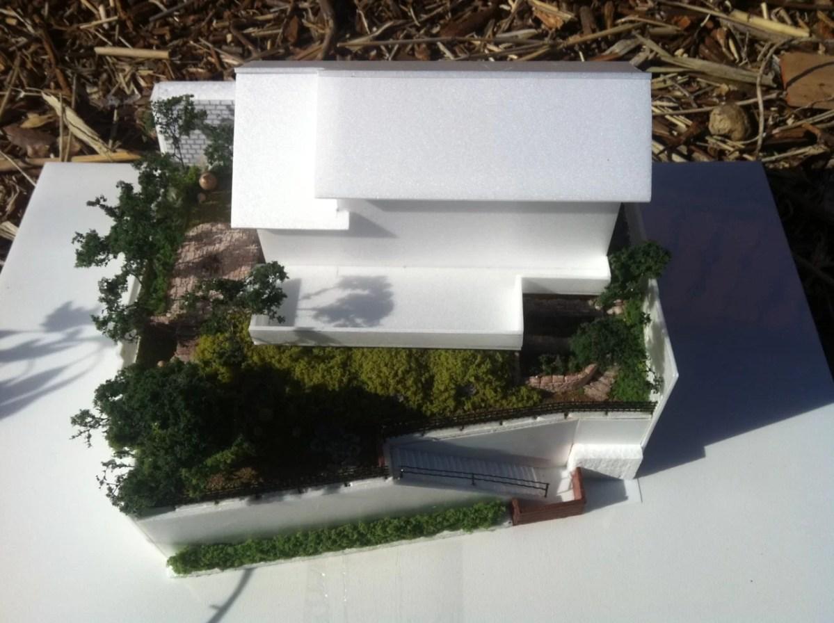【ガーデンデザイナーの記録】3; デザインを模型で表現