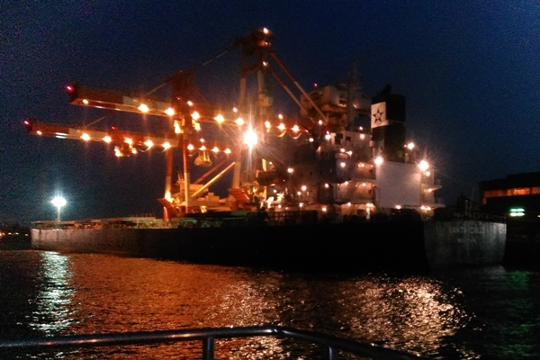 工場夜景・資材運搬船2