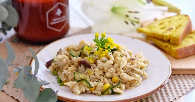 Vegetarian pasta with shiitake, peas, zucchini and corn