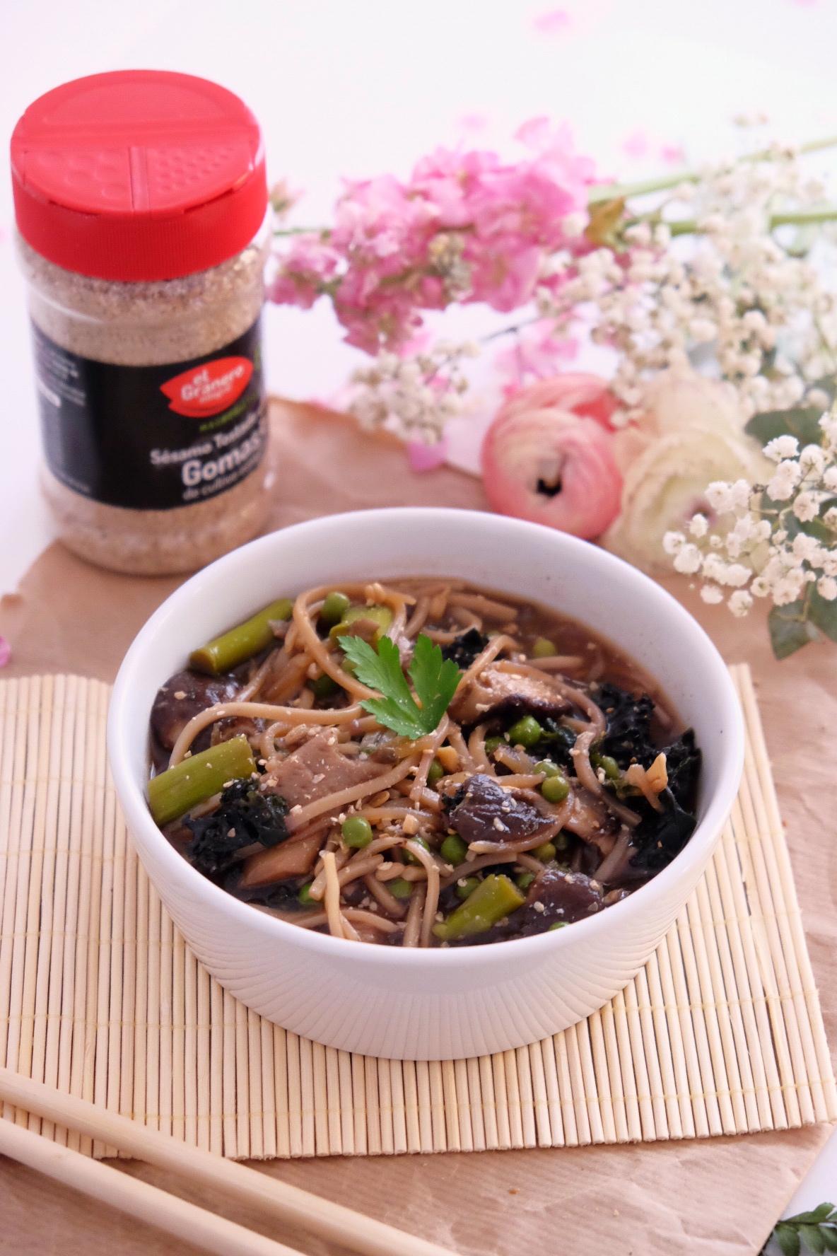 Asiatic noodles with miso soup