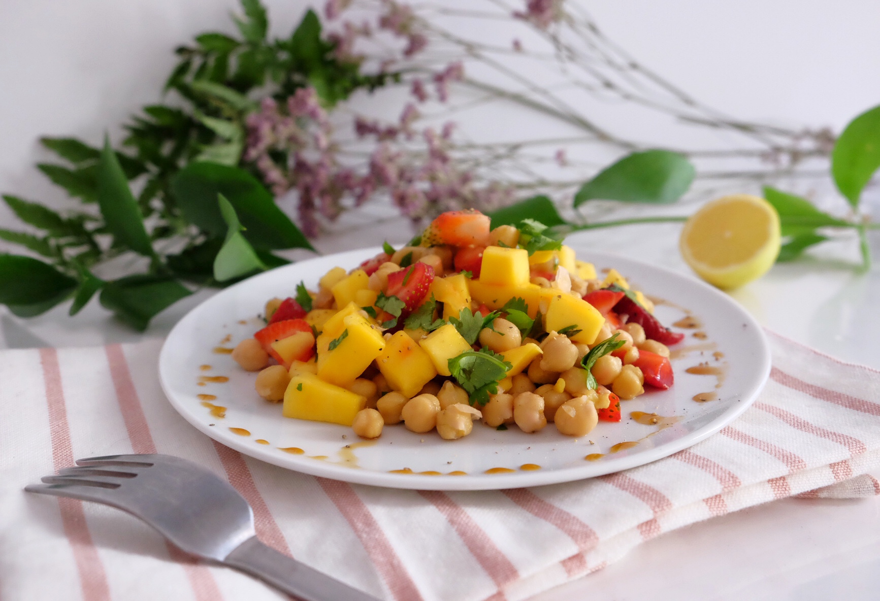 Fresh summer salad with mango and chickpeas