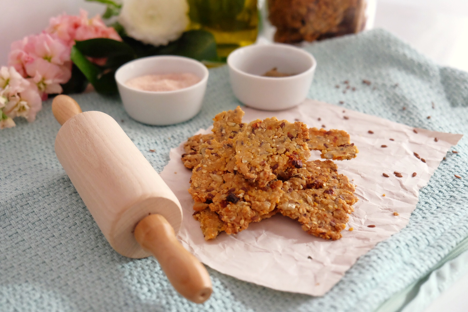 Gluten-free crackers with dried tomatoes