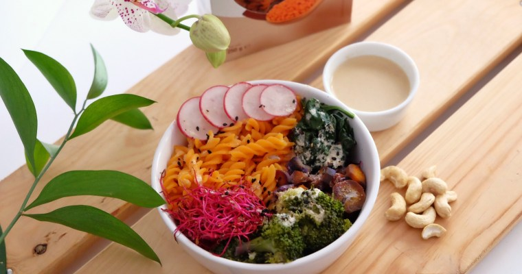 Sauce miso vegan accompagnée de pâtes aux lentilles corail