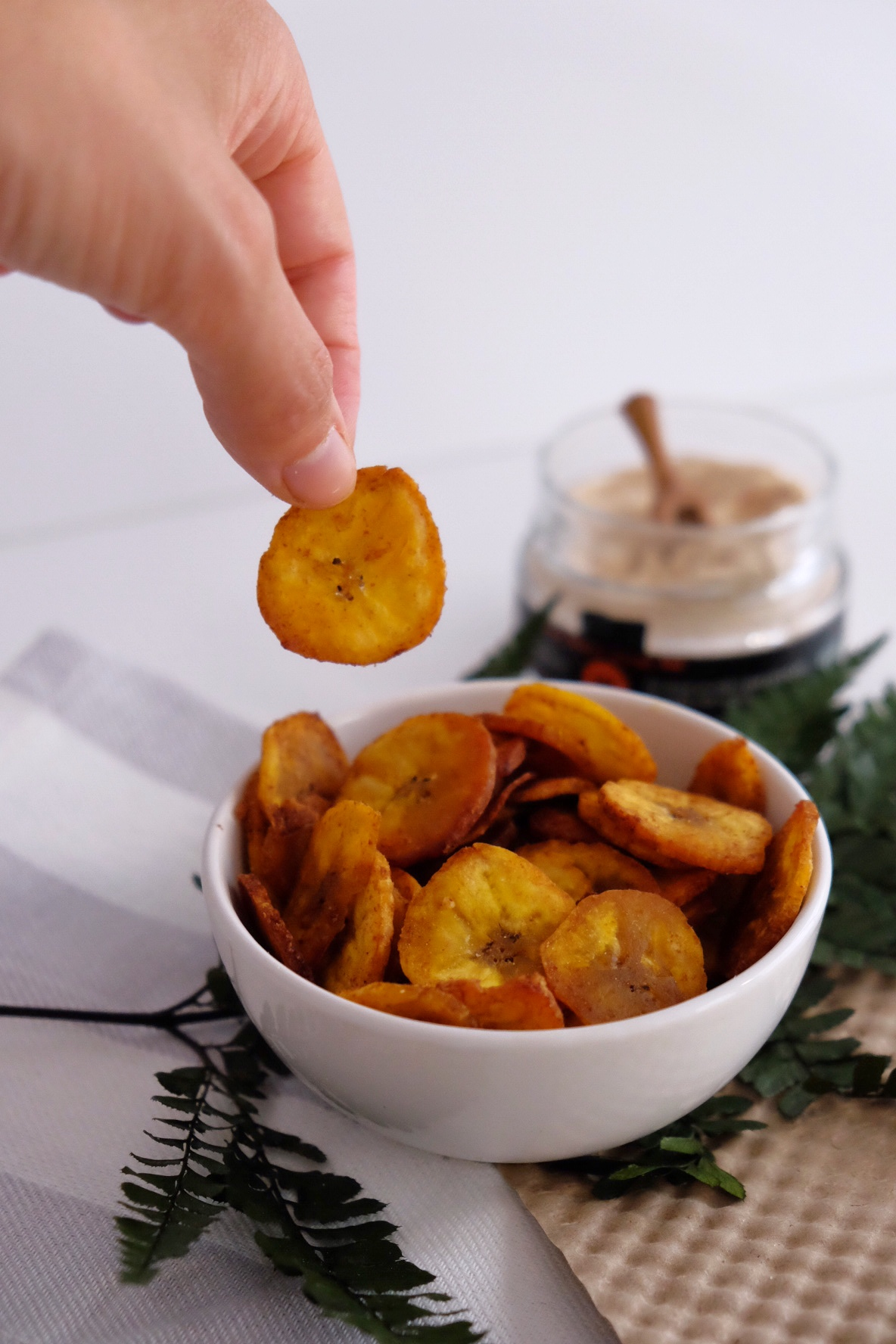 Healthy vegan banana chips