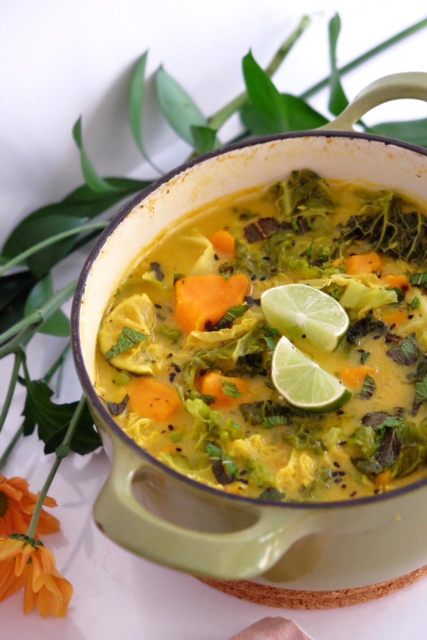 Curry con leche de coco, boniato y col