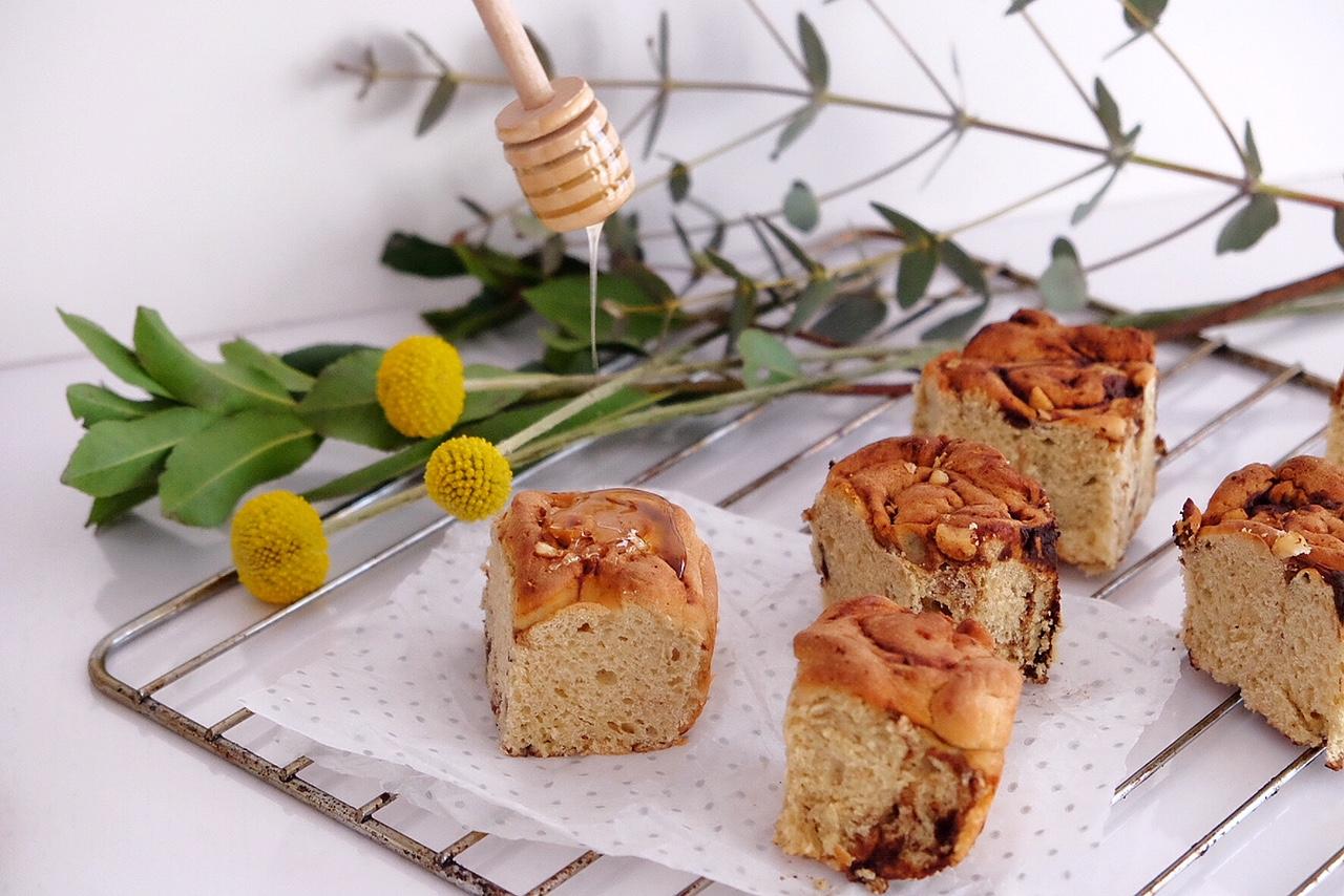 Rodillos de pan brioche con chocolate
