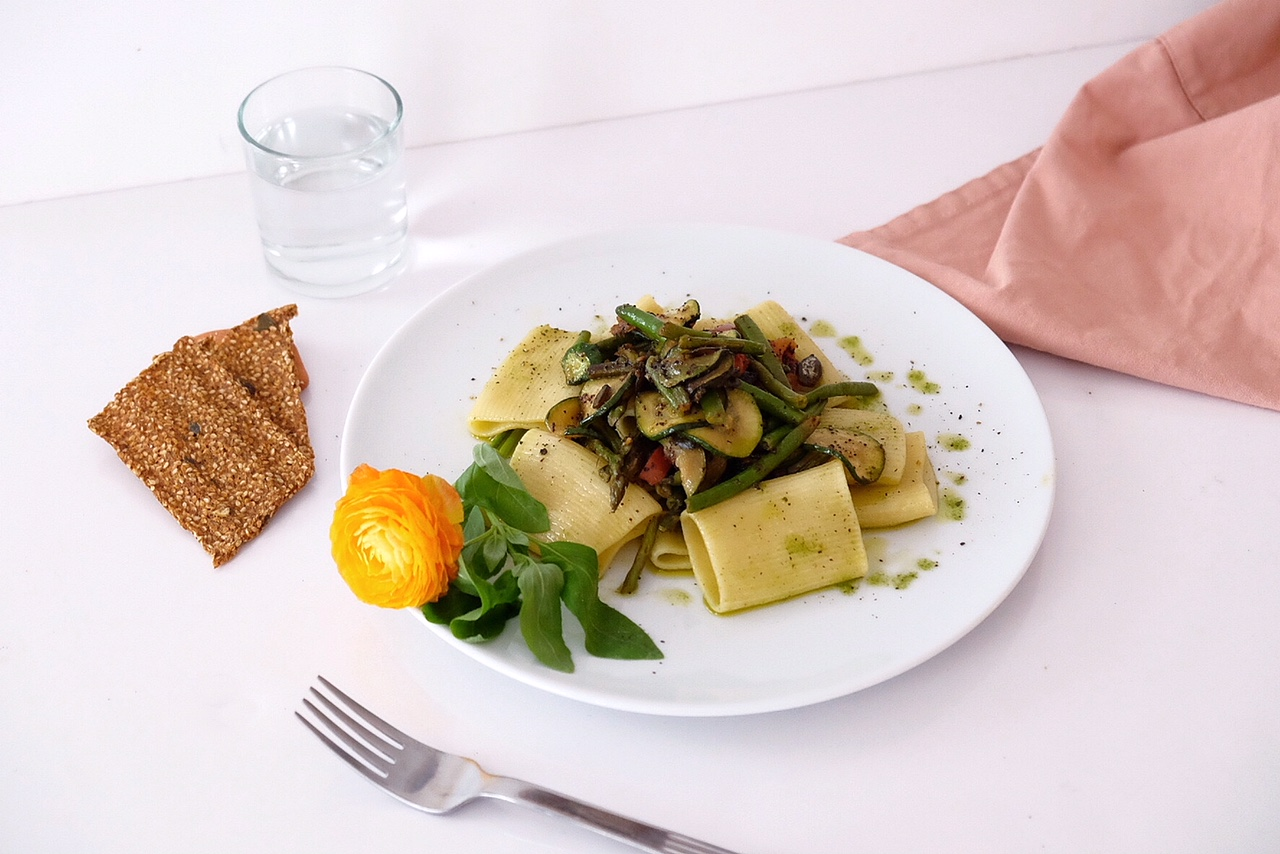 Pasta with homemade green pesto and seasonal vegetables
