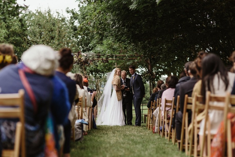 outdoor wedding ceremony in Oxfordshire