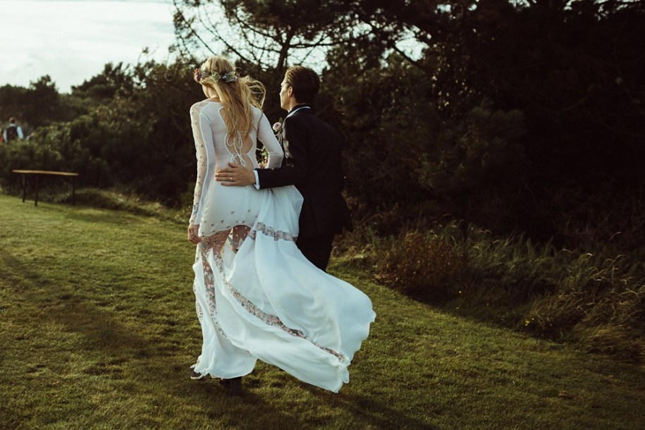bride and groom from behind in New Forest