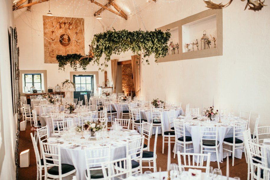 table decorations and layout for Summer wedding at Merriscourt Barn Chipping Norton by Cotswolds wedding photographer | Green Antlers Photography
