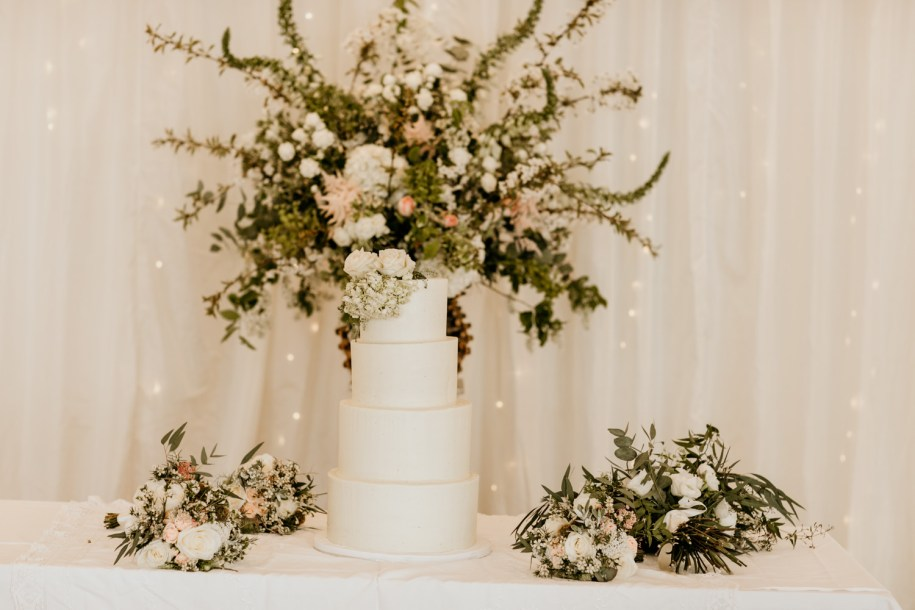 traditional wedding cake styles with flowers