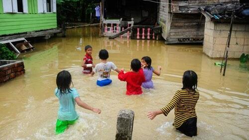 ارتفاع حصيلة ضحايا فيضانات جنوب تايلاند إلى 25 قتيلاً