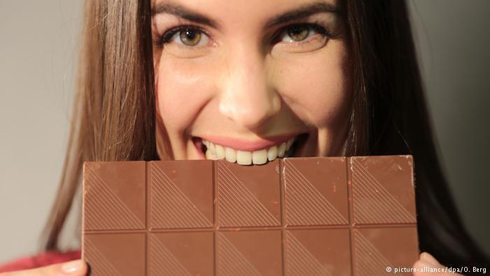 المركّب الكيماوي في جسم الإنسان الذي يجعله يشعر بالنشوة (فينيليثلامين) موجود في الشوكولاتة