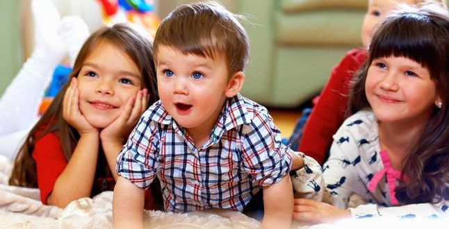 """إِمهال الأطفال """"دقيقتين"""" لإطفاء التلفزيون ليست فكرة سديدة!"""