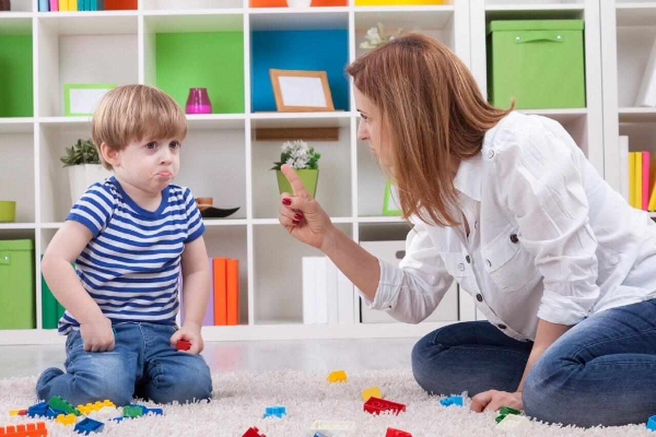 نصائح للسيطرة على سلوكيات الاطفال السيئة بعمر 4 سنوات