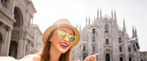 السلطات الإيطالية تمنع استخدام عصا السيلفي في ميلانو
