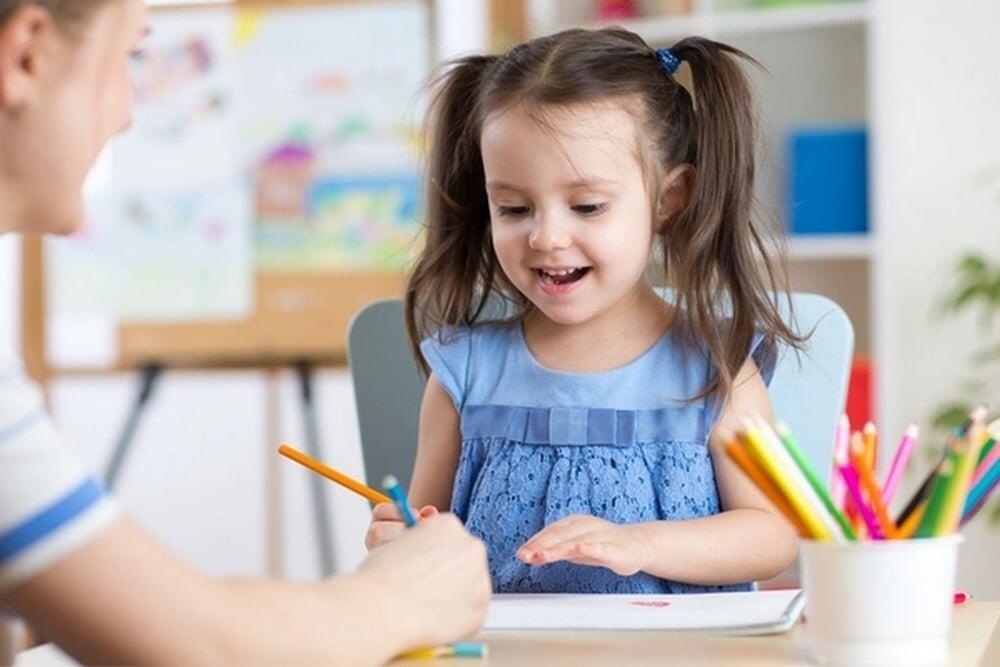 5 صفات ينبغي أن تغرسيها في طفلكِ منذ الصغر