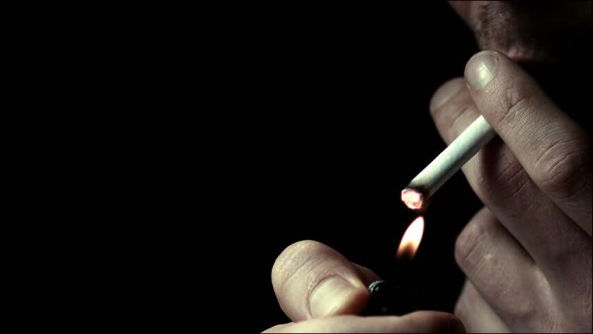 """حرب """"قداحات"""" بين Marlboro و Kent … شركات التبغ تمعن في انتهاك قانون التدخين"""