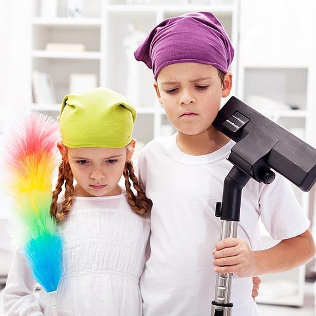 كيف تجعلين أولادك يشاركون بالأعمال المنزليّة بدون مقاومة؟